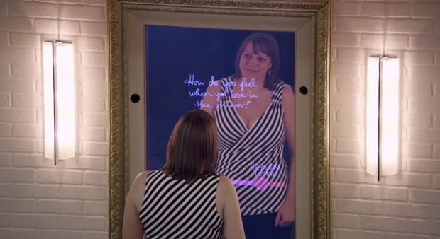 ¿Qué piensan las mujeres frente al espejo? El vídeo de un grupo musical que se ha vuelto viral
