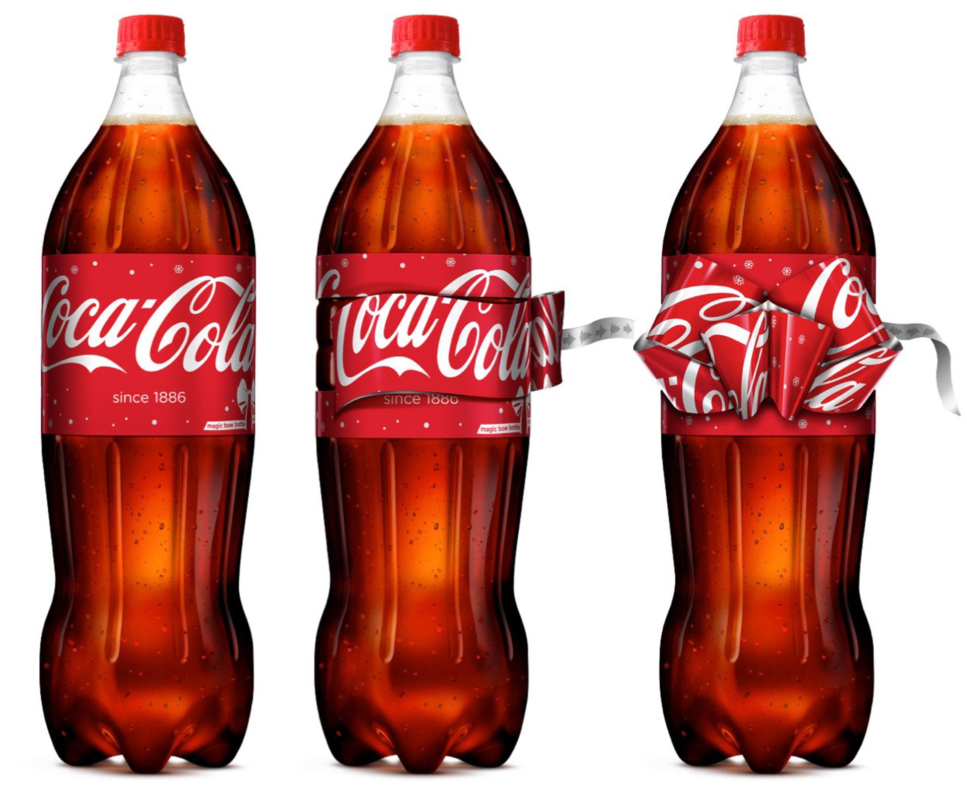 Coca-Cola celebra la Navidad con un lazo en su botella