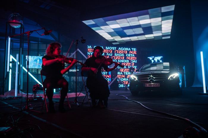 Mercedes-Benz crea un spot en directo