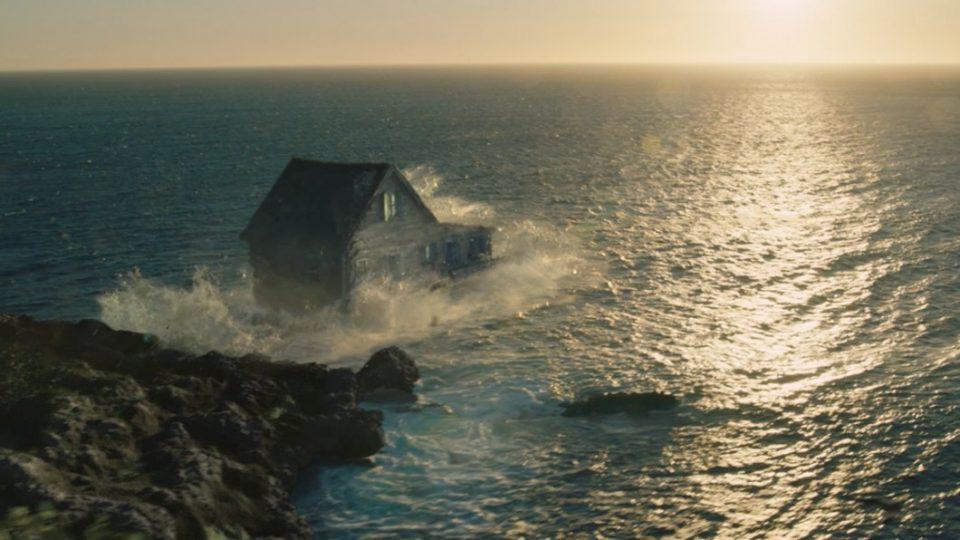 Leroy Merlin muestra que la vida es una aventura lanzando una casa al mar